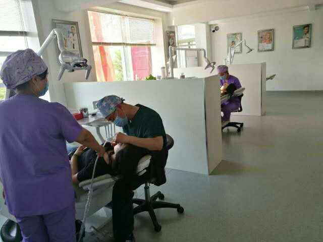 牙科綜合治療椅 <br> 二手  價格:600 <br> <img src=http://k.kqzp.cn/img/up/img/5b798a6db3c99.jpg width=150 >